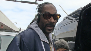 Snoop Dogg -- Agrees to Rap Collab with NFL Star ... Holla At Me!