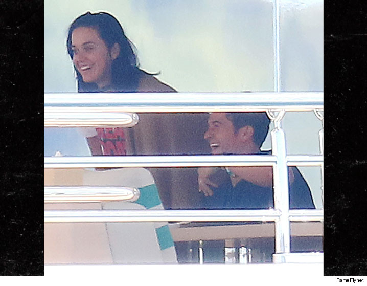0516-orlando-bloom-katy-perry-cannes-yacht-FFN-01