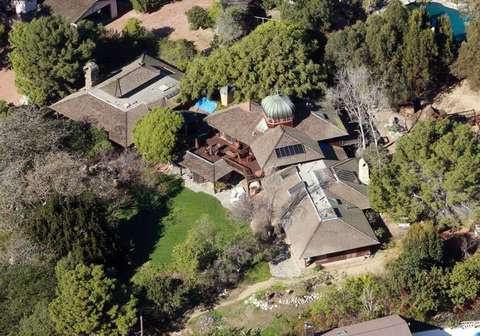 Aerial tour of Hollywood celebrity homes, mansions and ...