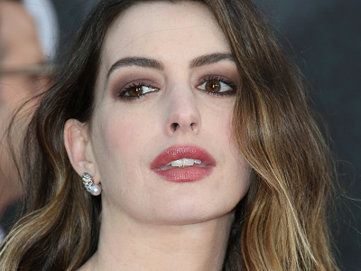 See How Anne Hathaway DISSED the Kardashians on Instagram ... Then Deleted It!
