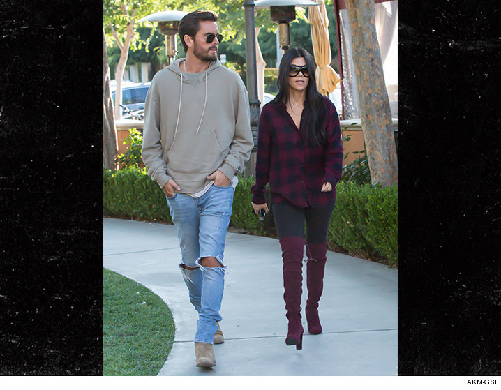 0525-scott-disick-kourtney-kardashian-akm-01