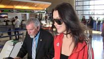 Bella Hadid -- TMZ Photog Offers Fashion Tips (VIDEO)