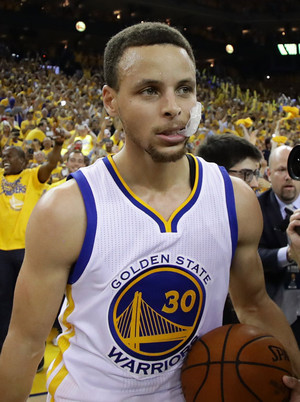 Steph Curry Can't Figure Out How To Use A Mouth Guard