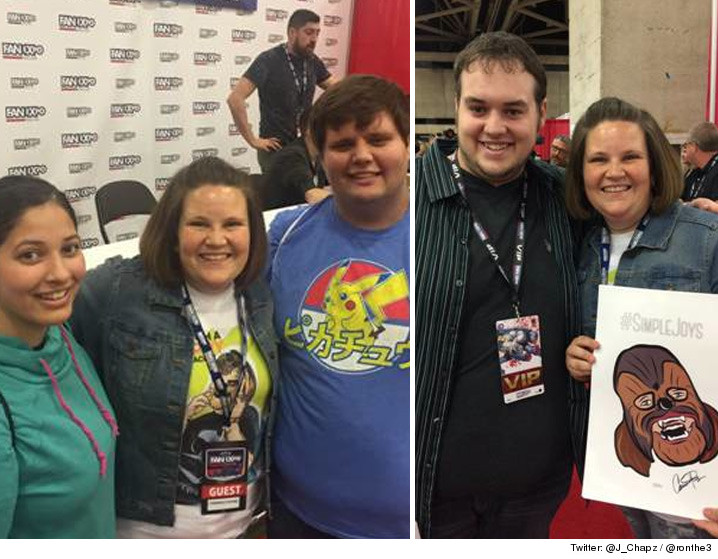 06060-chewbacca-mom-fans-con-TWITTER-01