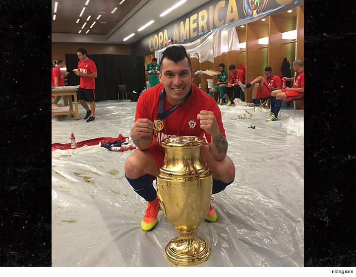0627-gary-medel-trophies-win-locker-room-INSTAGRAm-01