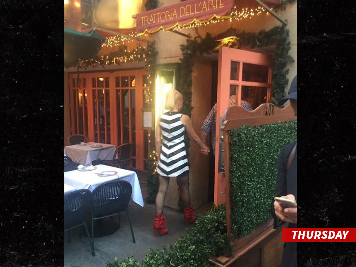 Gwen Stefani & Blake Shelton: Scene From An Italian Restaurant | TMZ.com