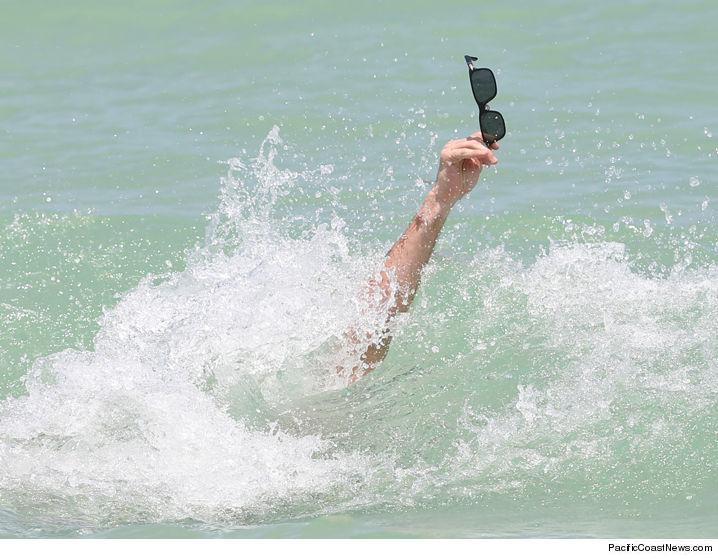 0715_scott_eastwood_sunglasses_beachPCN