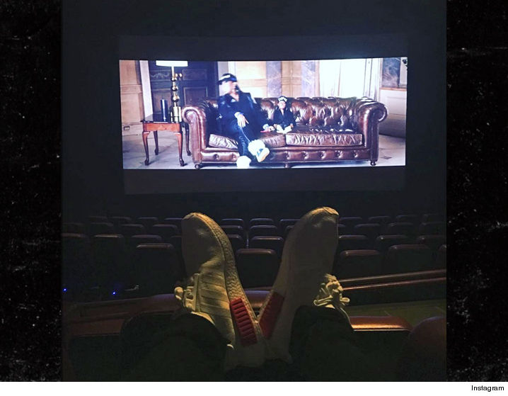 0719-justin-bieber-movie-theater-sub-INSTAGRAM-01