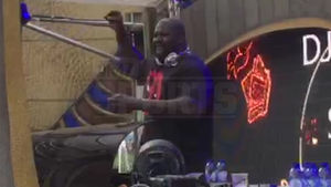 Shaq -- Most Dominant DJ Ever ... Spins 1&2's At HUGE EDM Festival