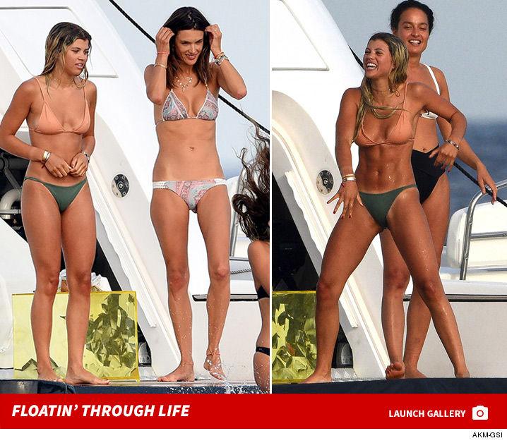 0725_alessandra_ambrosio_sofia_richie_yacht_model_bikini_launch_22