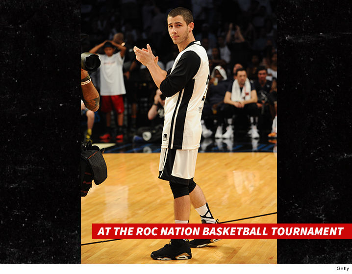 0729-nick-jonas-roc-nation-basketball-tournament-GETTY-01