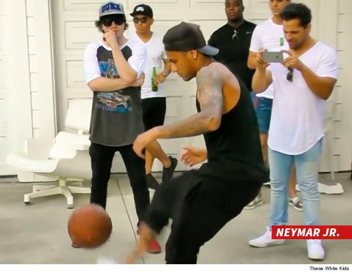 0804_Neymar-Jr_MICHAEL-PHELPS_video