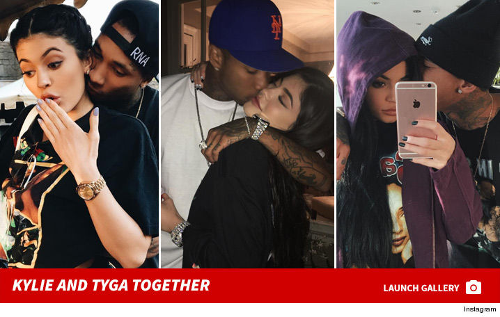 0810_kylie_tyga_together_footer