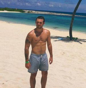 Alex Pettyfer -- Bahamas Hunk