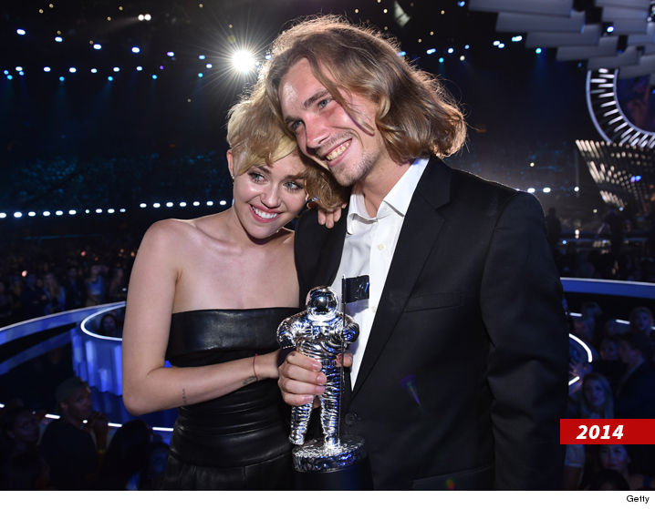 0829_Jesse-Helt-and-Miley-at-the-2014-VMA_getty