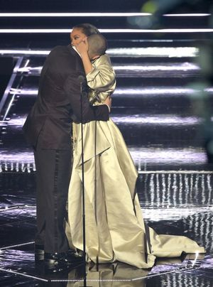 Rihanna and Drake At The VMAs