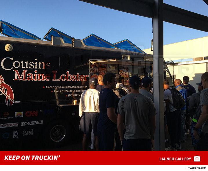 0916_cousins_maine_lobster_truck_la_Rams_launch