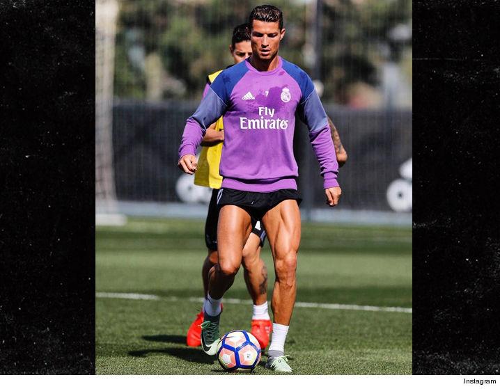 0929-cristiano-ronaldo-short-shorts-soccer-futball-INSTAGRAM-01