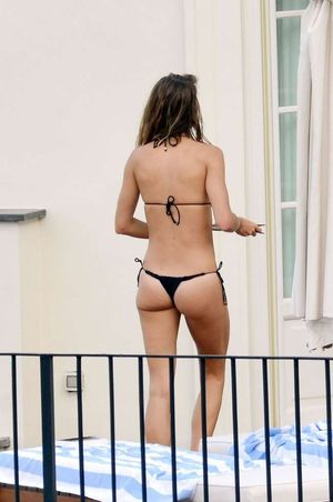 Tom Brady & Gisele -- Suns Out, Buns Out ... Ass Tanning In Italy