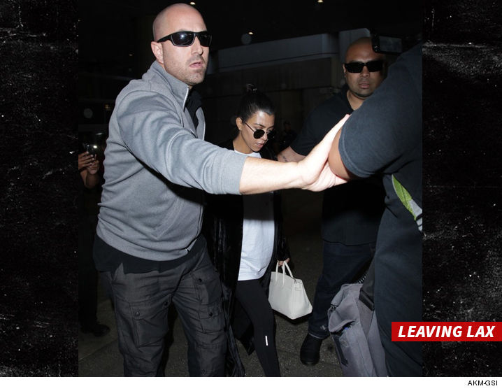 1003_kourtney-kardashian_airport-akm-gsi