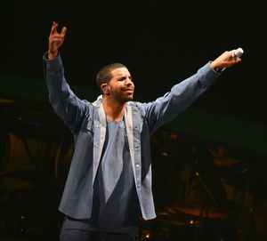 Drake's Performance Photos