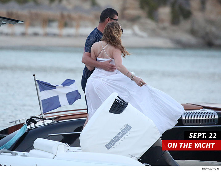 1027-mariah-carey-james-packer-on-yacht-mavrixphoto