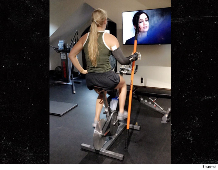 1114-lindsey-vonn-exercise-bike-recovery-SNAPCHAT-01