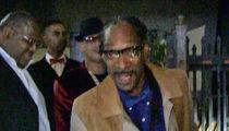 Snoop Dogg -- Zings TMZ Photog ... 'USC Deez Nutz!!!' (VIDEO)