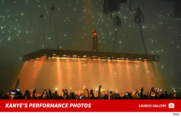 1121_kanye_west_performance_photos