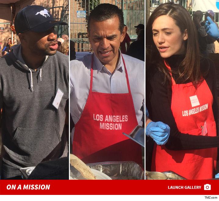 1123_celebrity_volunteer_la_mission_thanksgiving_photos_launch