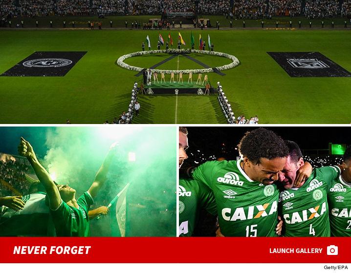 1201-Chapecoense-tribute-fans-gallery-GETTY-EPA-PRIMARY-02