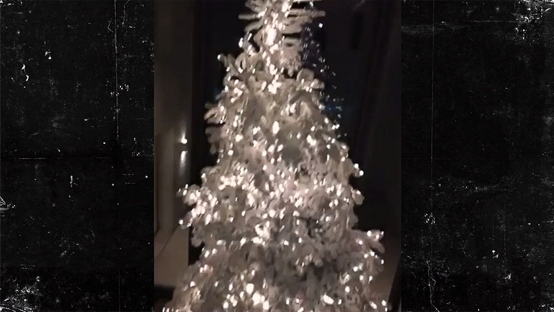 Check Out Kim and Kanye\'s INSANE Christmas Lights