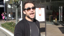 Charlie Day Doesn't Like the Eagles ... I'M A PATRIOTS FAN!! (VIDEO)