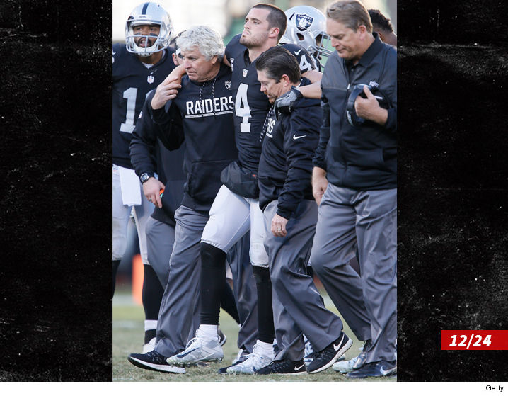 1226_derek-carr_broken_leg_getty