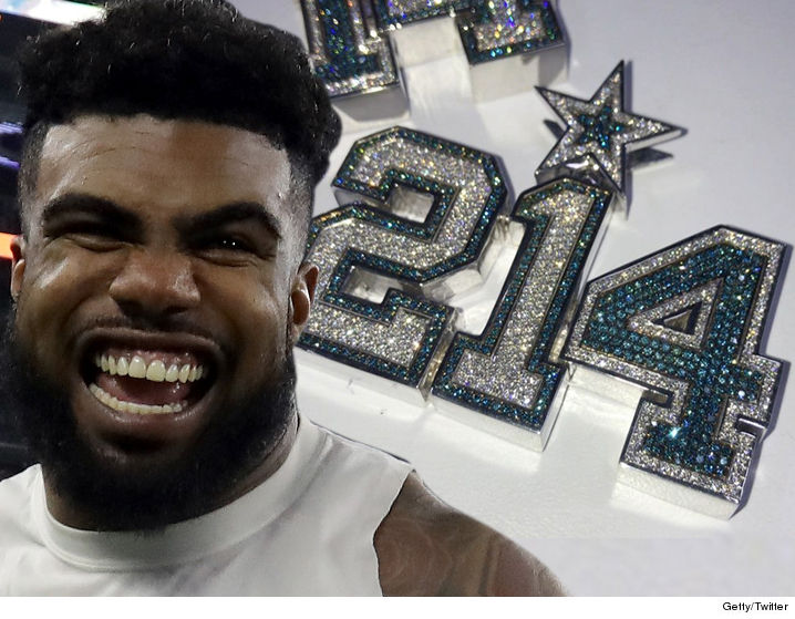 1226_Ezekiel-Elliott_cowboys-necklace_getty_twitter
