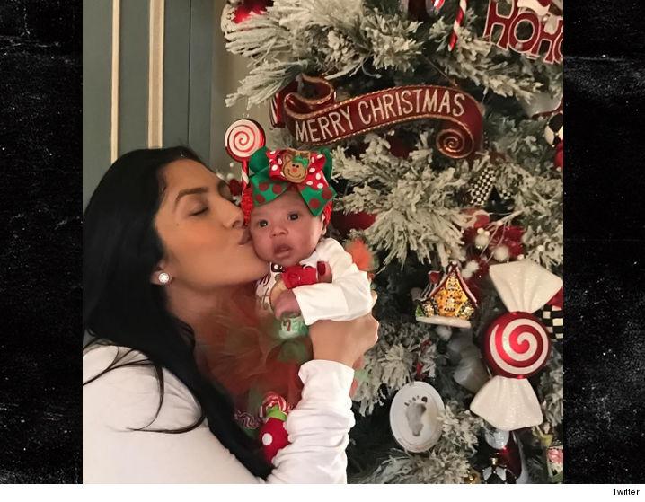 1226_vanessa_bryant_babies_first_christmas_twitter
