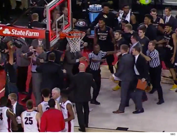 Georgia, Missouri basketball coaches fight before halftime