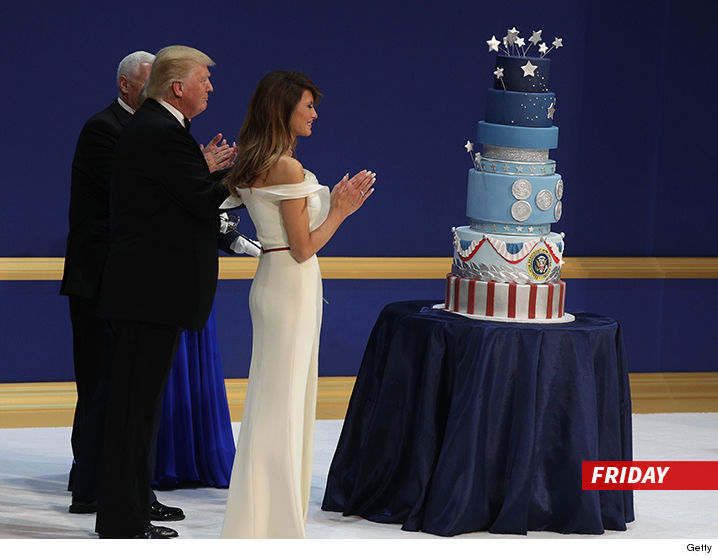 0121-sub-trump-pence-president-cake-getty-02