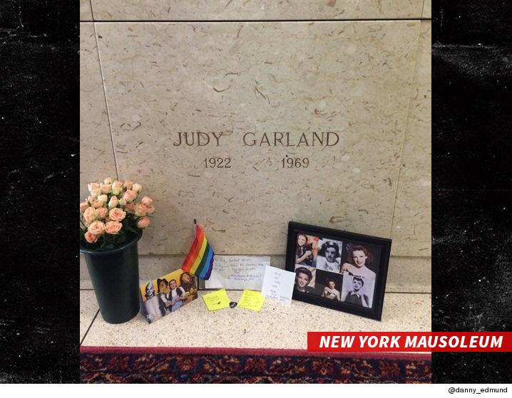 0126_JUDY_GARLAND_mausoleum_TWITTER-2