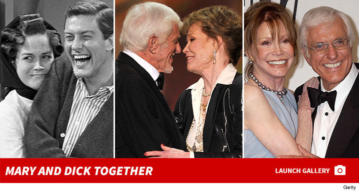 0125-mary-tyler-moore-and-dick-van-dyke-together-photos-2
