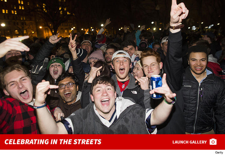 0206-patriots-fans-celebrating-streets-photos