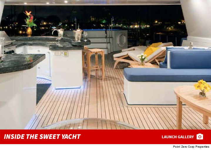 0214-the-weend-selena-gomez-kissing-yacht-photos-sub