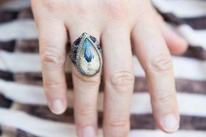 Alanis Morissette's Jewelry