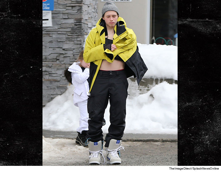 0217_Brooklyn-Beckham_collerbone_splash-theimagedirect-SUB