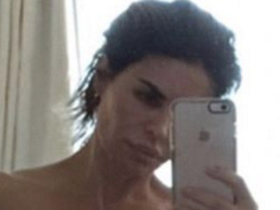 Lisa Rinna Goes Completely Naked, Shows Off EVERYTHING in Graphic Deleted Selfie (Photos)