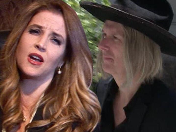 Lisa Marie Presley dice que su Ex necesita conseguir un J-O-B