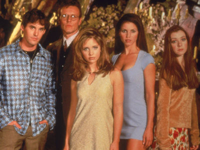 The ENTIRE Cast of 'Buffy' Just Reunited 20 Years Later -- And WOW, Wait Until You See Them NOW!