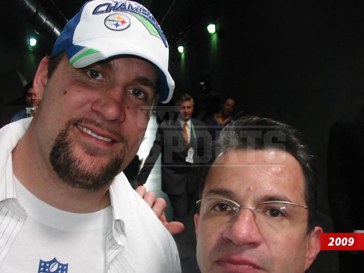 0320-tom-brady-mauricio-ortega-selfies-TMZ-SPORTS-05b