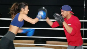'Amazing Race' Bikini Model Trains with Boxing Champ