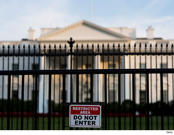 0327_white-house_fence_getty